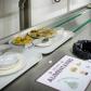 Des déchets alimentaires sur une table